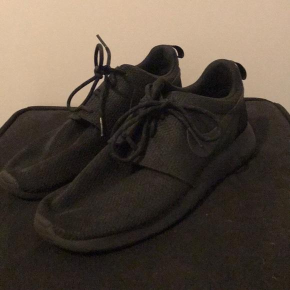 04e3b0ca7ce9 All Black Nike Roshe. M 5a6ebbc2c9fcdfbd484e30af